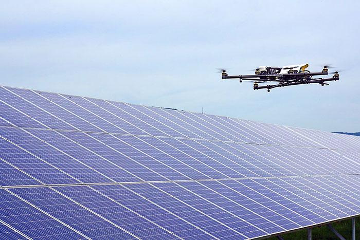 Inspekcja farm fotowoltaicznych z drona